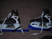 SIZE 4 CCM ICE HOCKEY BOOTS USED TWICE SO LIKE NEW